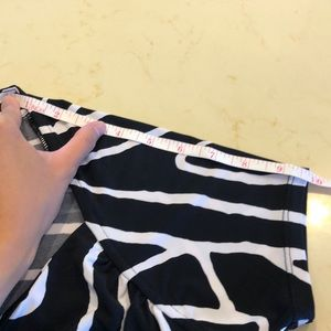 White House Black Market Tops - 🎀3/$25🎀 Patterned top
